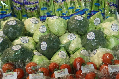 One food that make your vag smell bad temporarily? Broccoli.