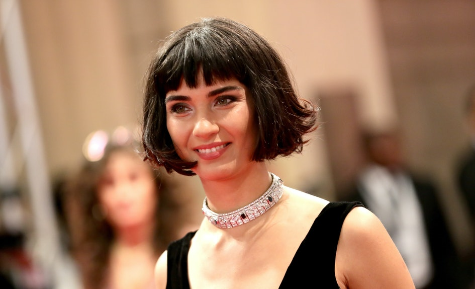 This Summer 2018 Haircut Trend Is Trs Chic Trs Franais
