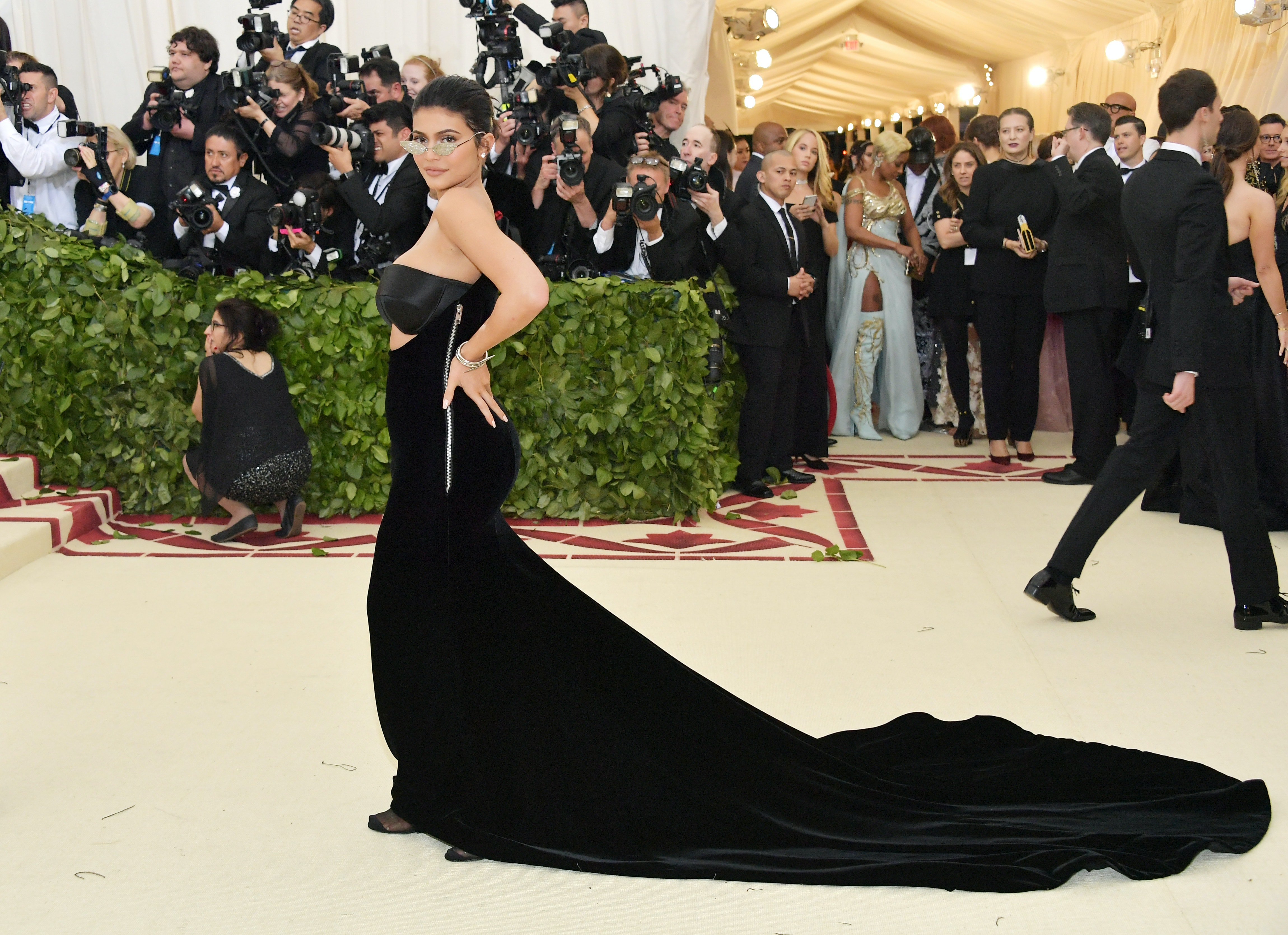Kylie Jenner Wore Tiny Glasses She Couldn\'t See Through To The Met ...