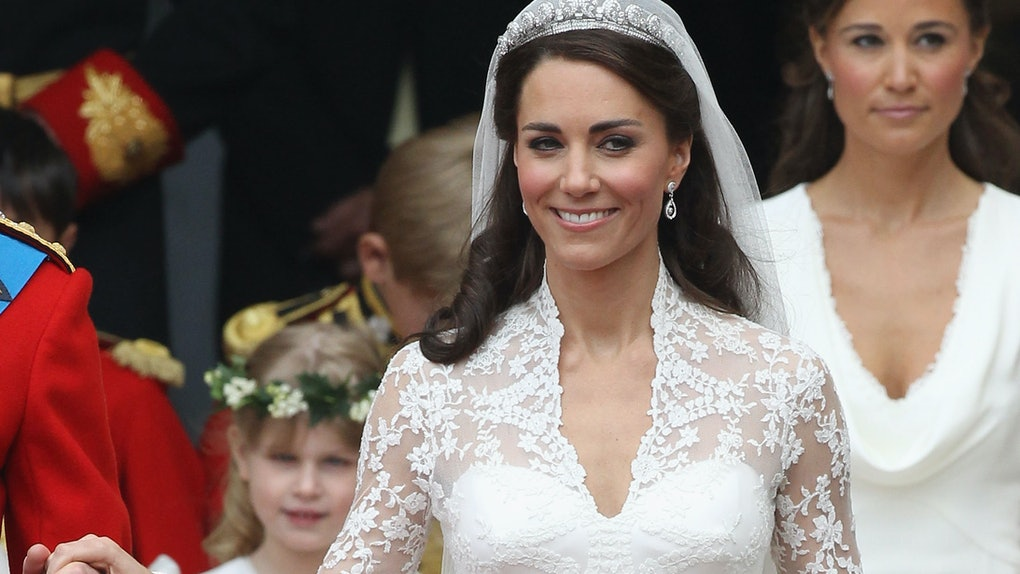 Kate Middletons Wedding Dresses.4 Photos Of Kate Middleton S Wedding Dress That Ll Pump You