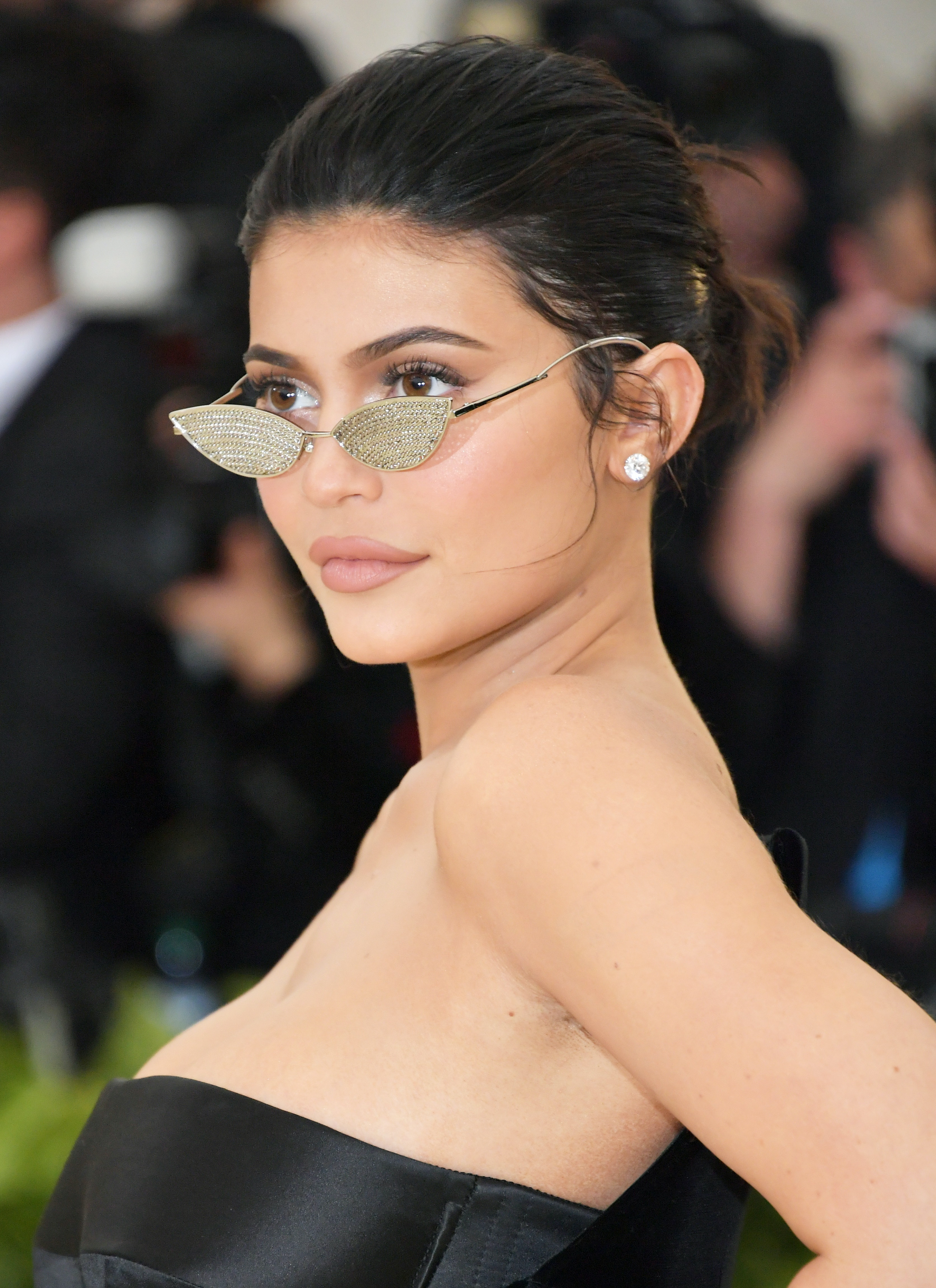 0acc8be0f0458 Kylie Jenner Wore Tiny Glasses She Couldn t See Through To The Met Gala    She Didn t Even Fall