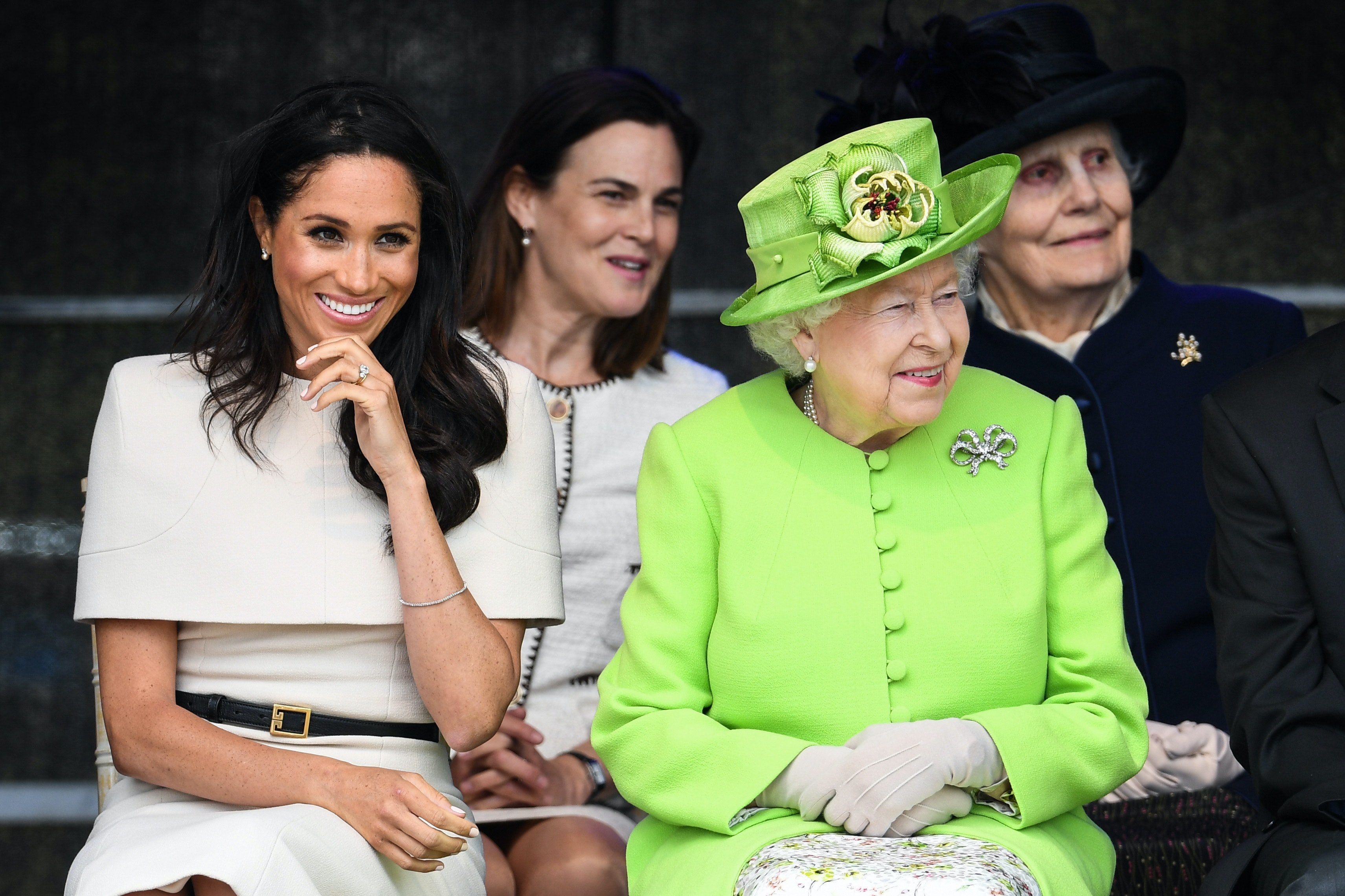 queen elizabeth basically rewore her royal wedding outfit in