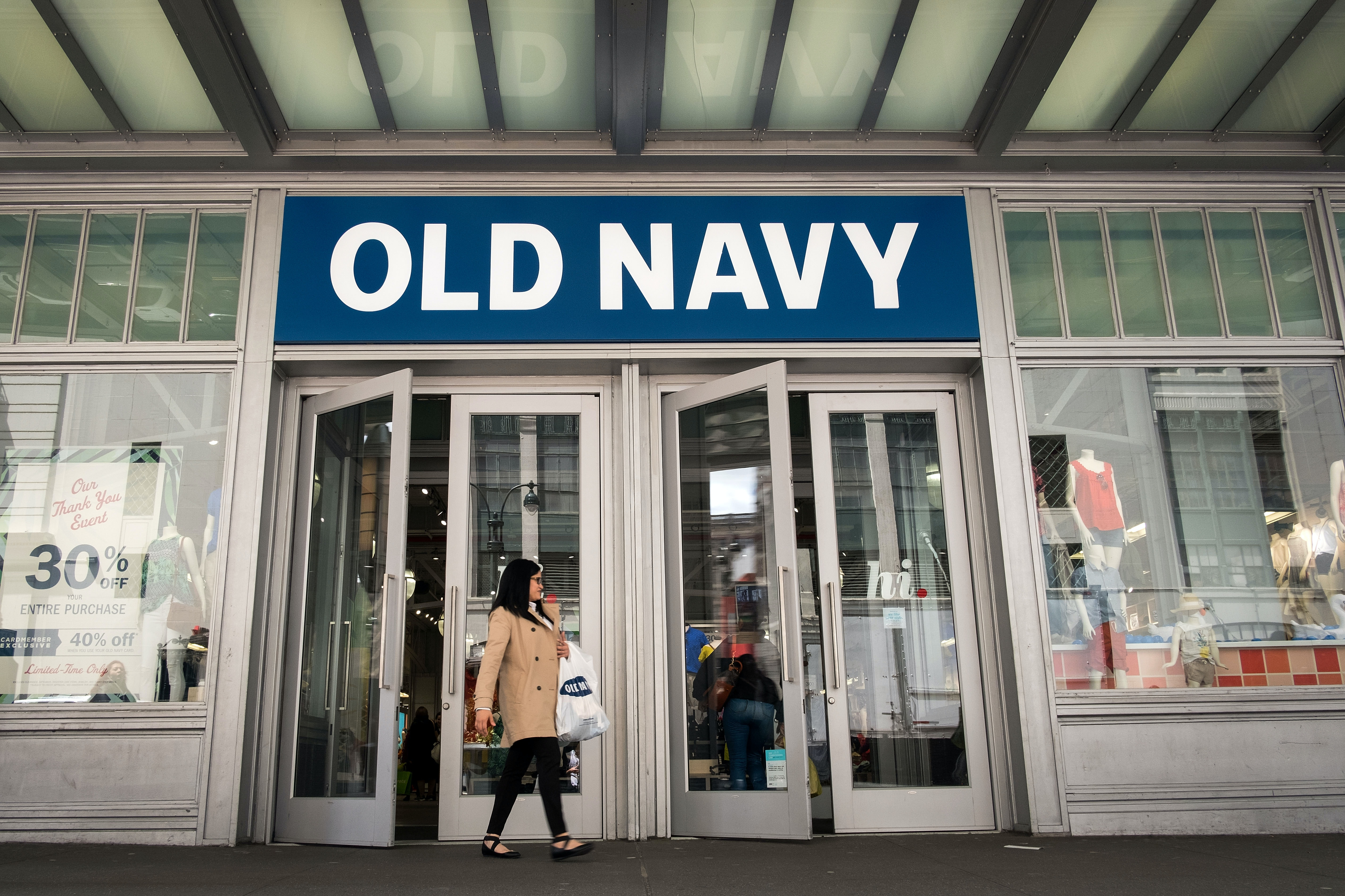 553f0db390663 Old Navy's Fourth Of July Sale Is Back & Half Of The Store Is Less Than $10