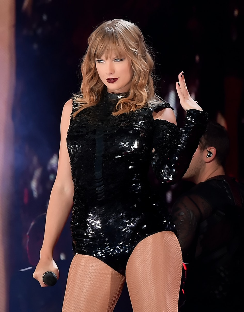 This Photo Of Taylor Swifts Concert In The Rain Is Just Like One Of Her Videos
