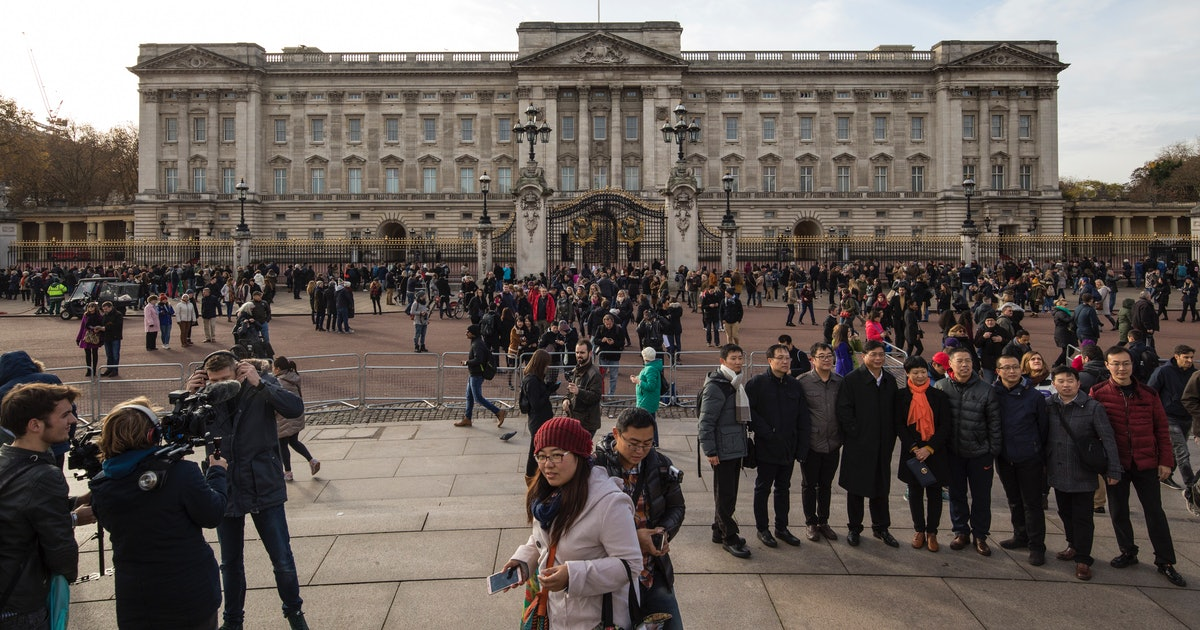 buckingham palace 39 s behind the scenes instagram video on renovations shows way more than you. Black Bedroom Furniture Sets. Home Design Ideas