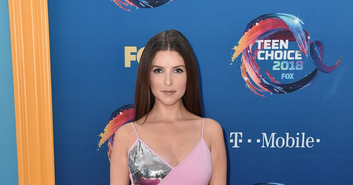 Anna Kendrick Won The Teen Choice Award For Choice Twitter & Had Some Words For A Fellow Nominee