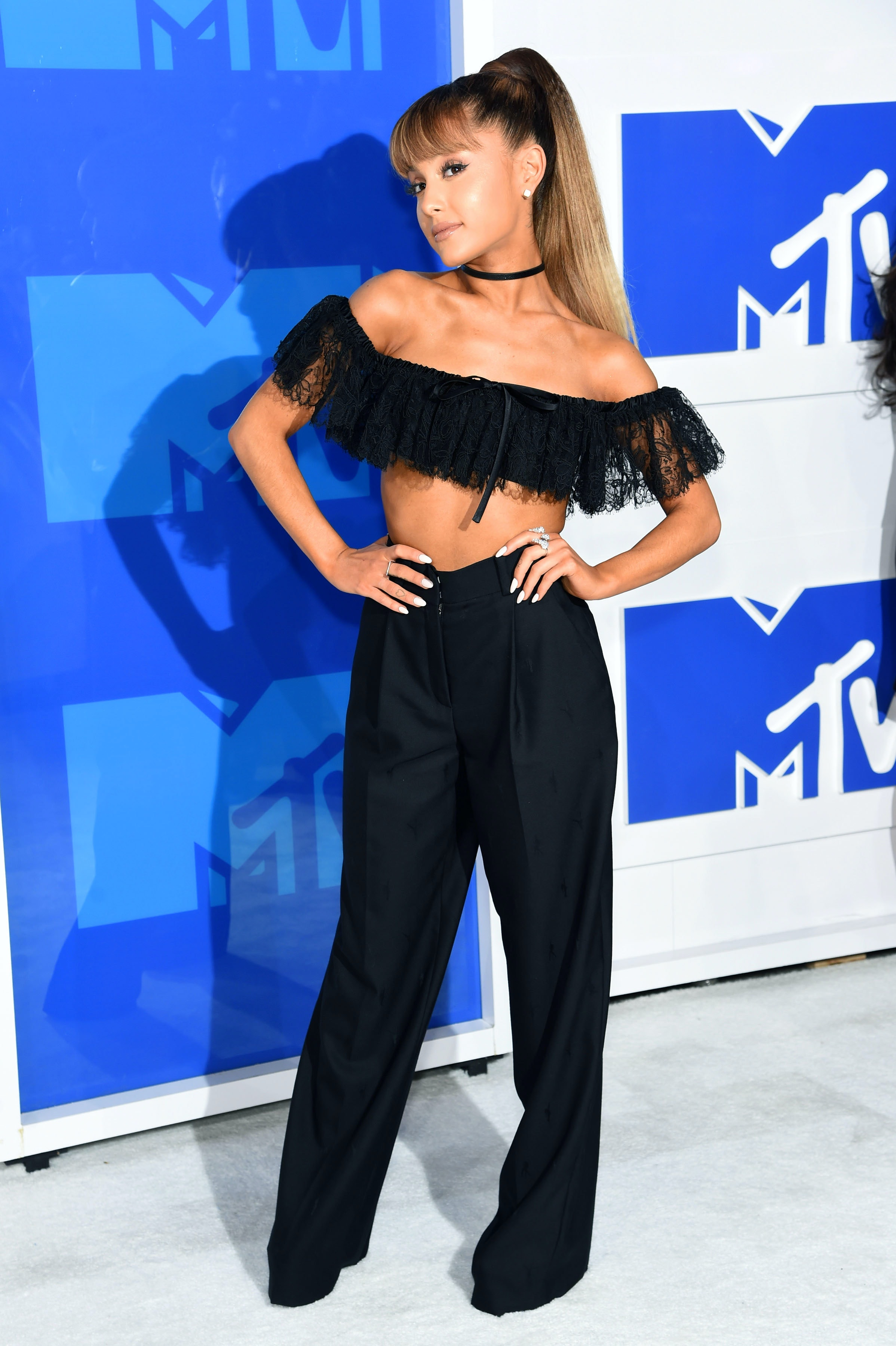 f2d594154f Ariana Grande's 2018 VMAs Look Is Literally Out Of This World