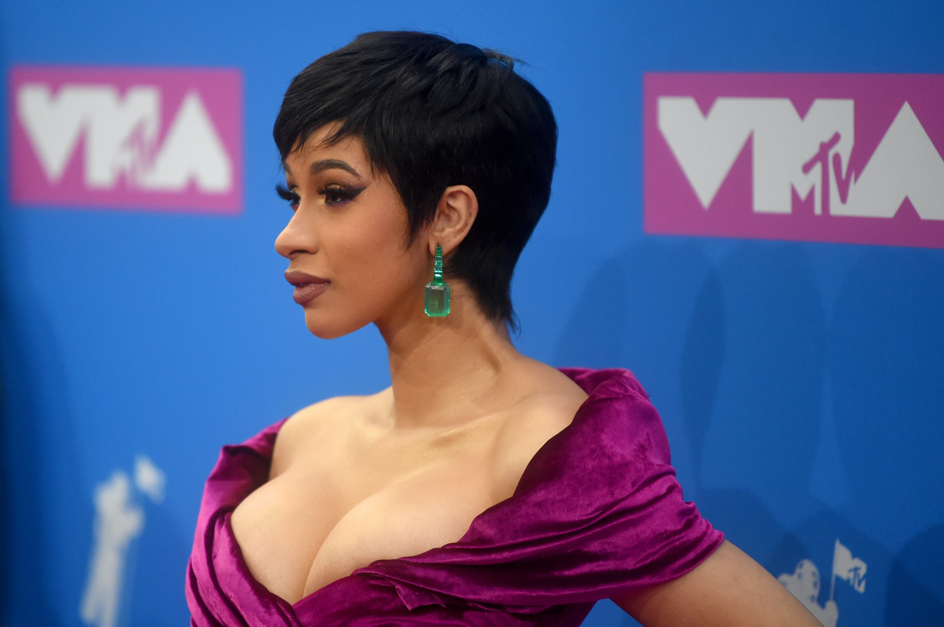 Cardi B S 2018 Vmas Dress Was So Glamorous But Her Hair Stole The Show