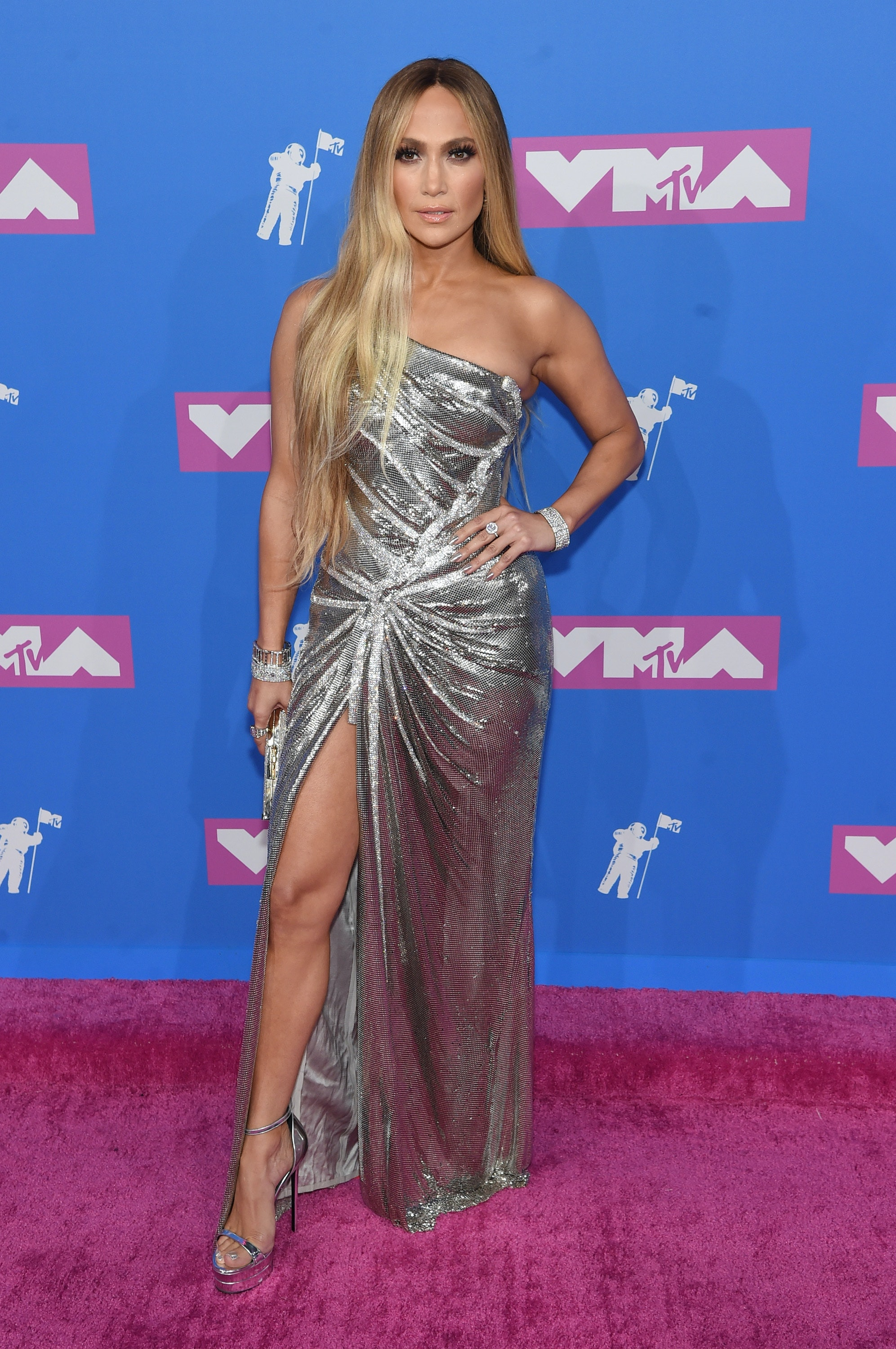 741715d9dedd6 All The 2018 VMAs Looks Will Make You All Kinds Of Starry-Eyed