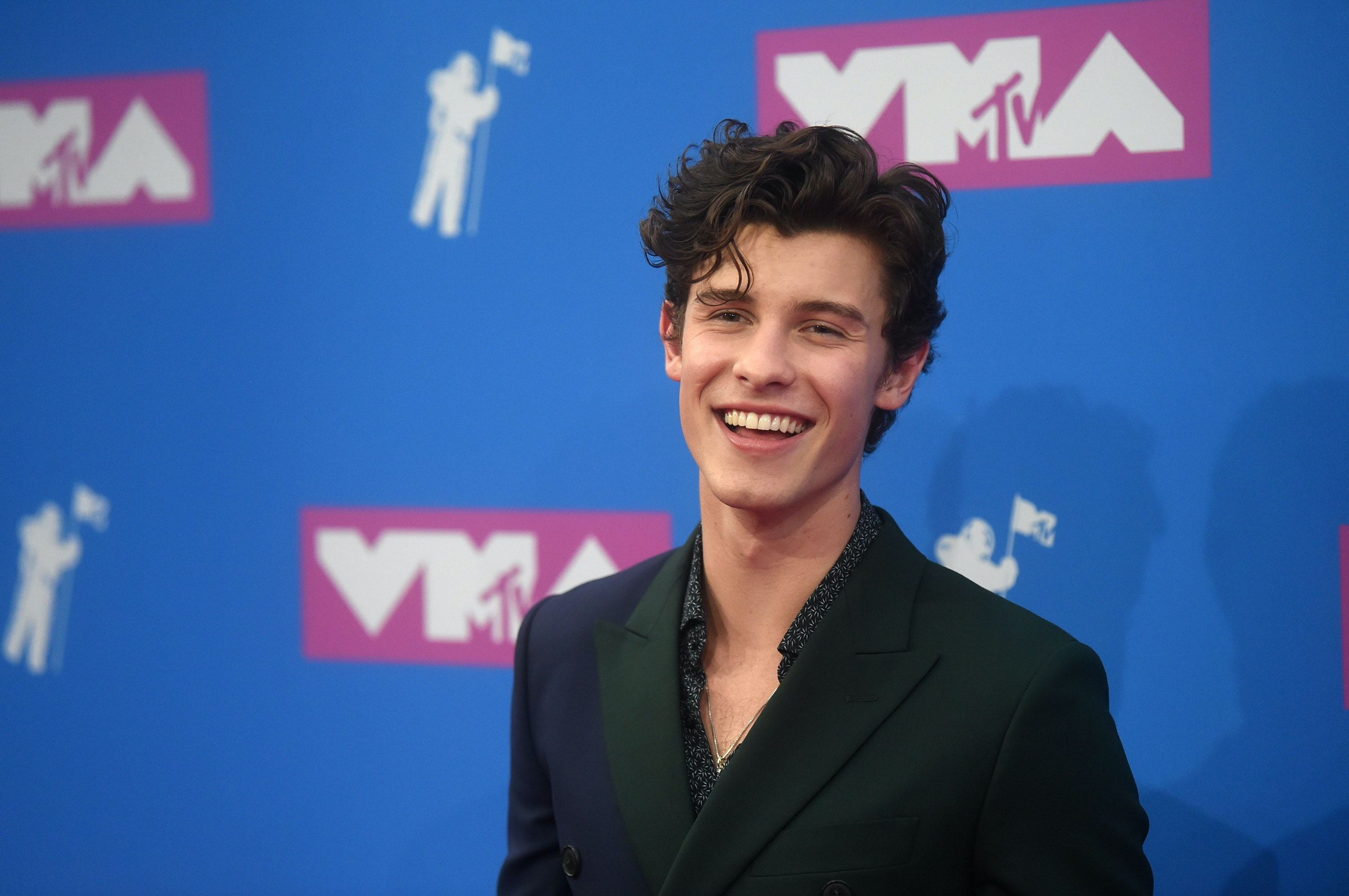 Who is shawn mendes dating right now 2018