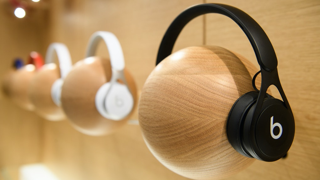 Here S How To Get Free Beats Headphones From Apple With A Student Macbook Purchase