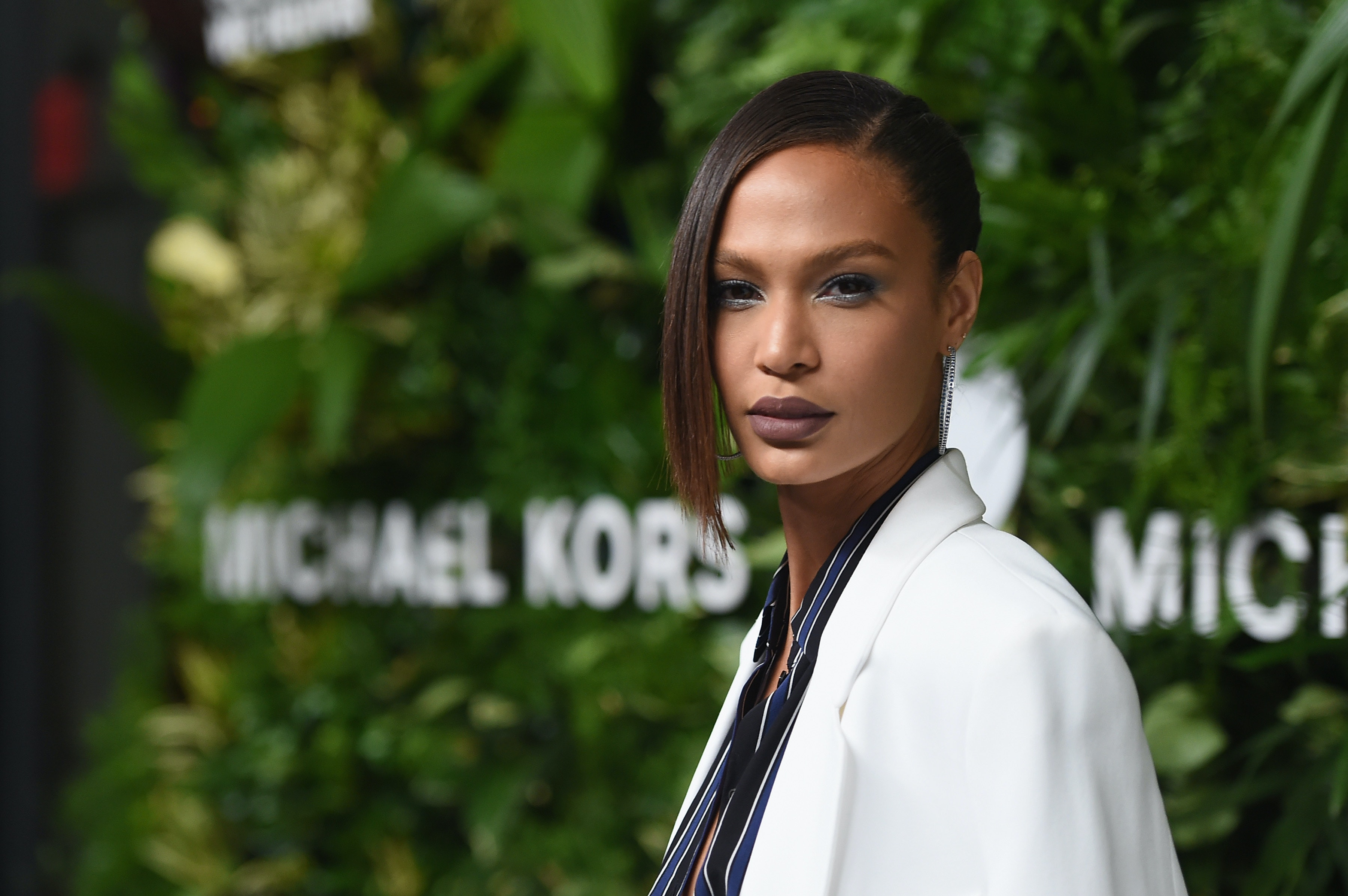 Watch Is Joan Smalls Wearing Invisible Heels in These Paris Fashion WeekPhotos video