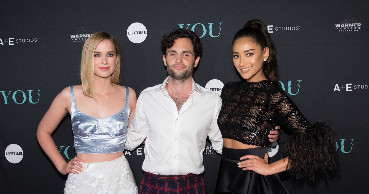 Here's Who The 'You' Cast Is Dating In Real Life, No Stalking Necessary