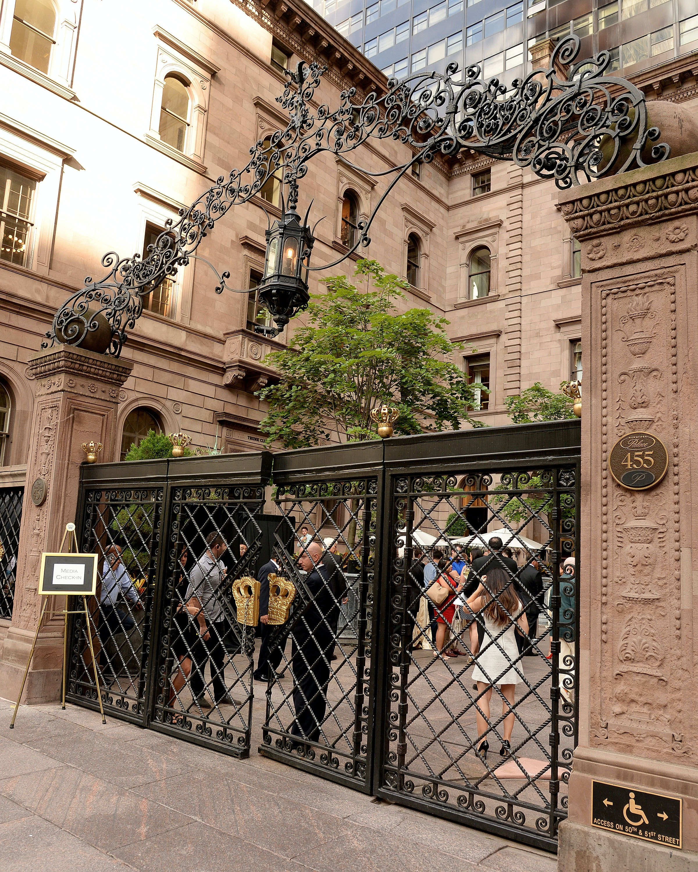 15 'Gossip Girl' Filming Locations In New York City That You
