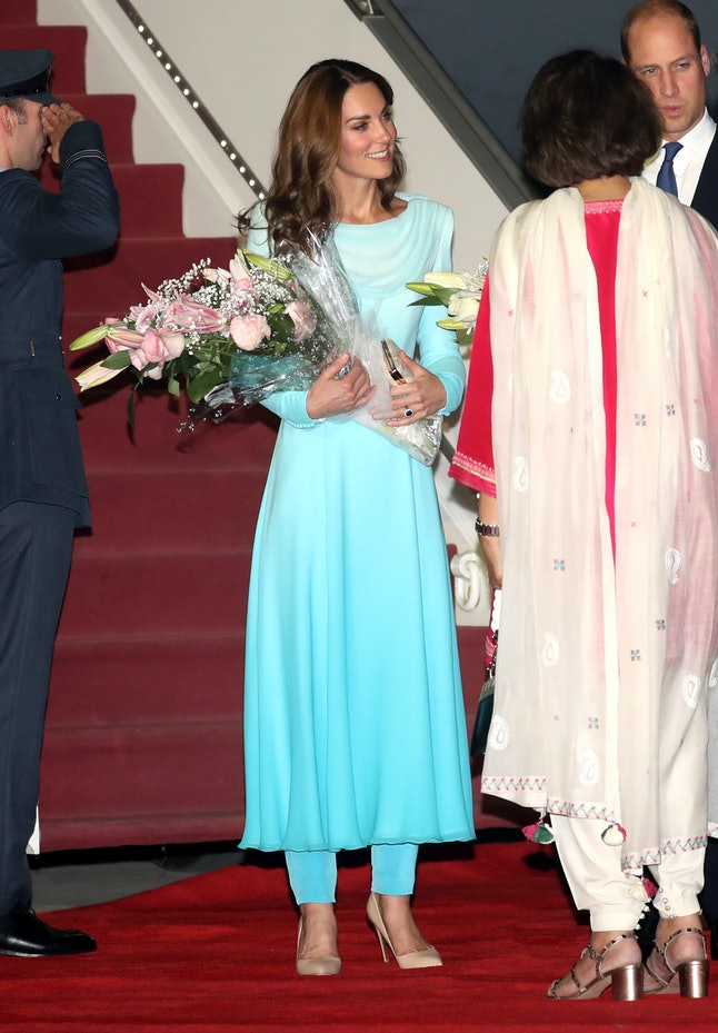 Kate, Duchess of Cambridge arrived in Pakistan wearing a Catherine Walker outfit similar to one Princess Diana wore in Lahore in 1996