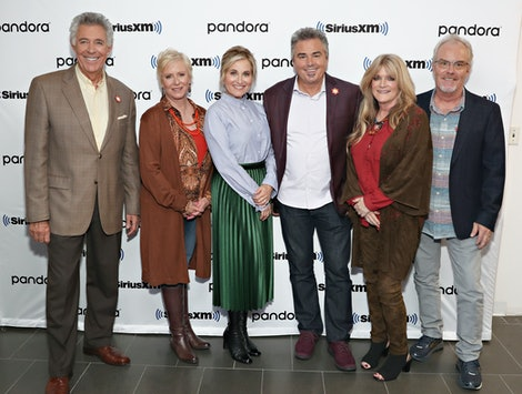HGTV's A Very Brady Renovation: Holiday Edition will reunite all six Brady siblings: Barry Williams (Greg), Maureen McCormick (Marcia), Christopher Knight (Peter), Eve Plumb (Jan), Mike Lookinland (Bobby), and Susan Olsen (Cindy)
