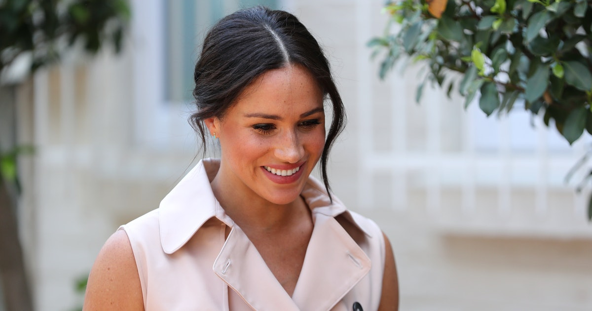 Meghan Markle's Response To A Curtsy Beautifully Embraced Her Roots