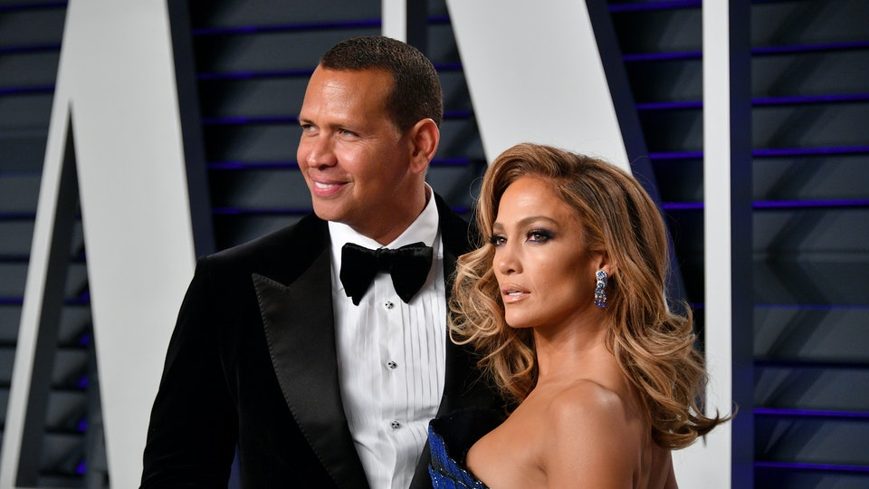 Jennifer Lopez and Alex Rodriguez have given a year's worth of food to an elementary school in Tennessee.