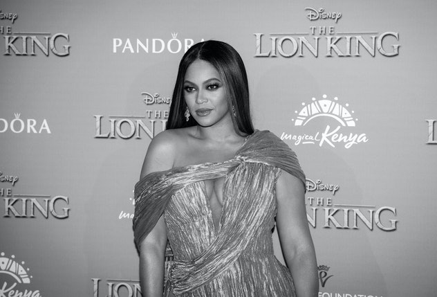 Beyonce Wears poses at The Lion King premiere. Beyonce's feminist quotes can be used as Instagram captions for International Day Of The Girl