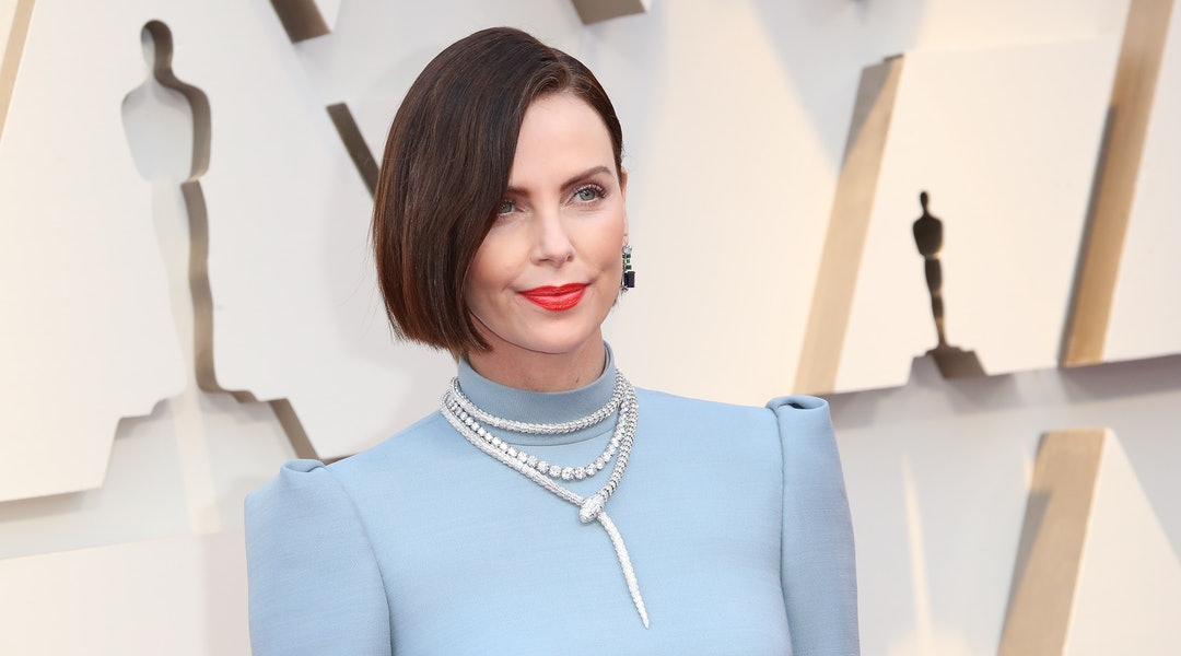 Charlize Theron's blonde pixie haircut is radically different from her Oscars 2019 style