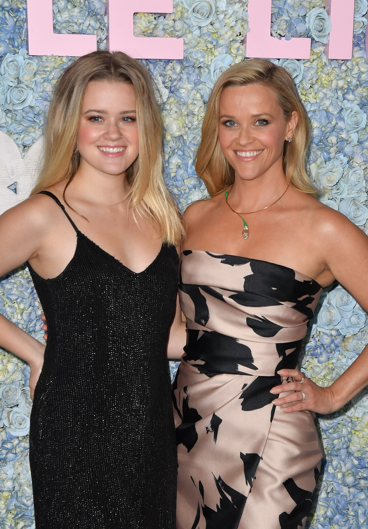 Reese Witherspoon & Ava Philippe on the red carpet.