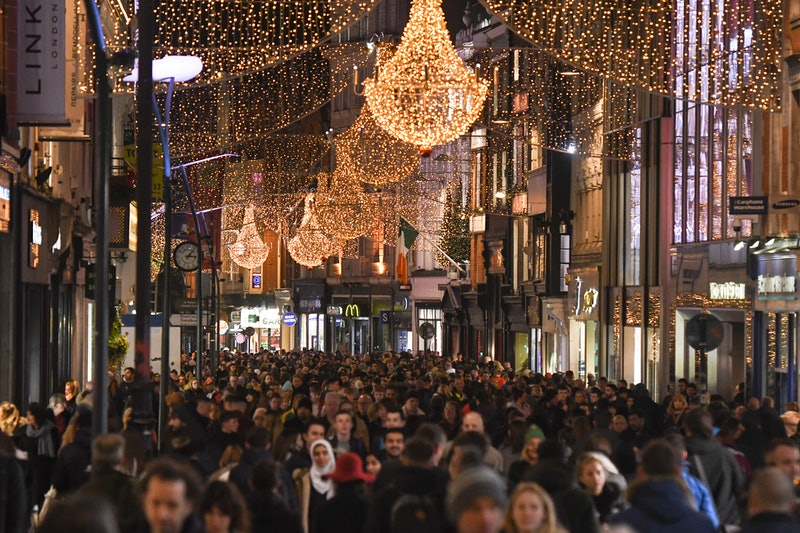 A shopping street crowded during Black Friday. Black Friday deals can produce positive mood, but also increase stress and anxiety.