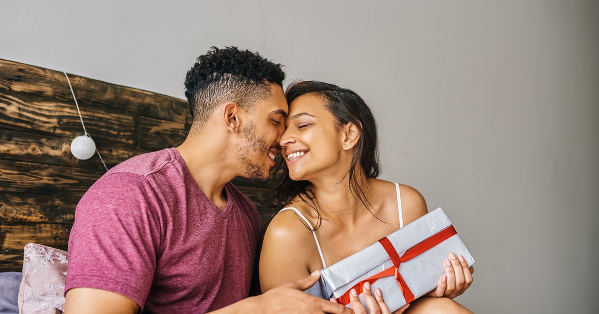 10 Gifts To Give The Night Before Your Wedding That Your Partner Will Love