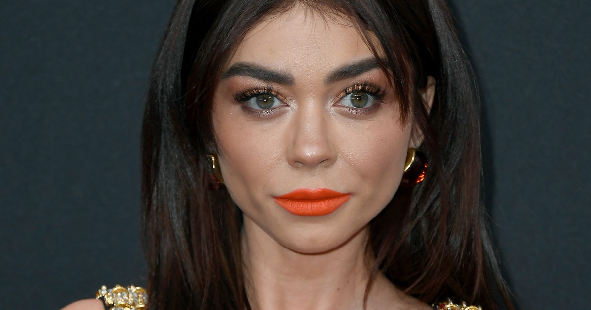 """Sarah Hyland Reminded """"Invisible Illness Warriors"""" To Celebrate Their Bodies"""