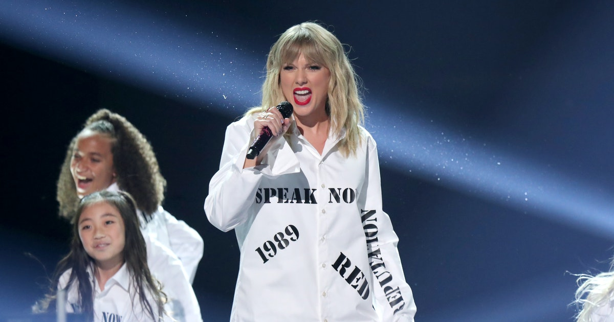 Taylor Swift's 2019 AMA Performance Was Full Of Surprises