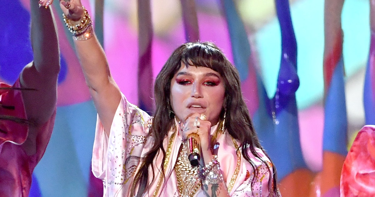 These Tweets About Kesha's 2019 AMAs Performance All Point Out This Shady Thing