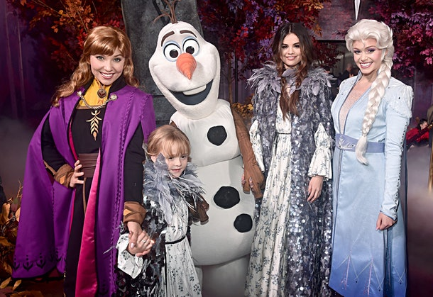 These Photos Of Selena Gomez & Her Sister At The 'Frozen 2' Premiere are adorable, and they even met Olaf, Elsa, and Anna.