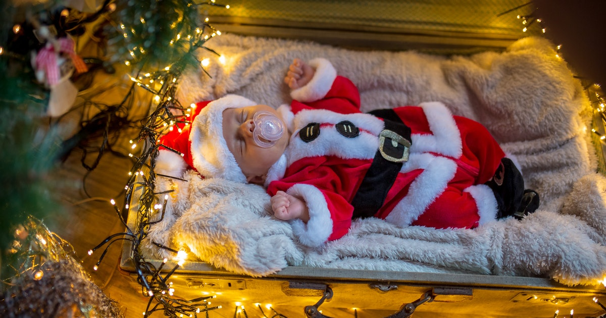 What To Do If You're Having A Baby On Christmas & You Have A Kid At Home