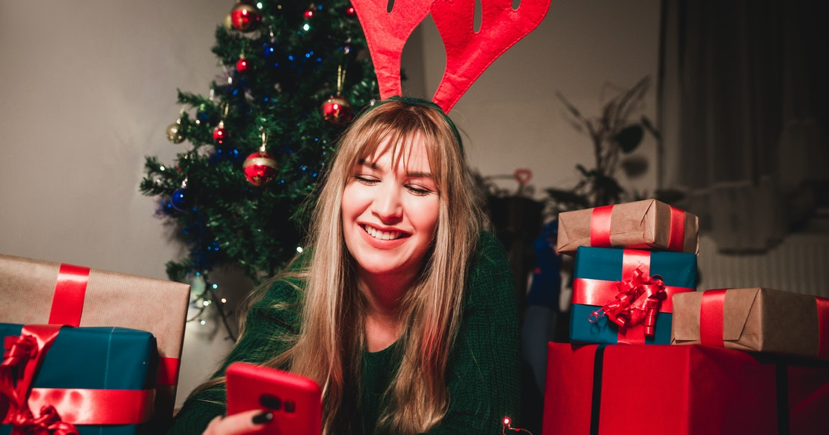 15 Texts To Send Your Partner On Christmas Morning To Make Their Day