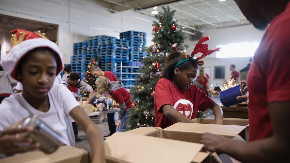 kids volunteering for Christmas in santa hats