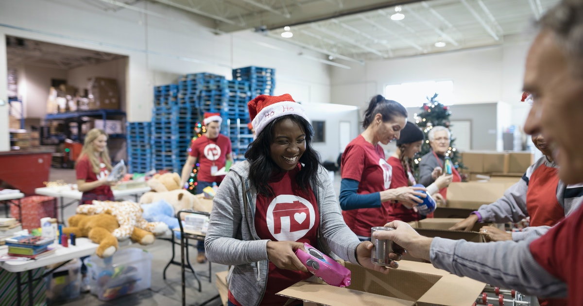 Where Can I Volunteer On Christmas Day 2021 12 Places To Volunteer On Christmas Eve That Really Need Your Help
