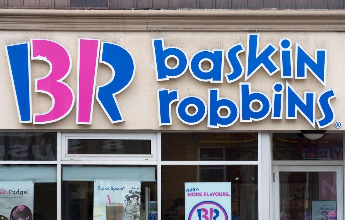 Baskin-Robbins' December 2019 DoorDash Deal includes some festive holiday flavors.