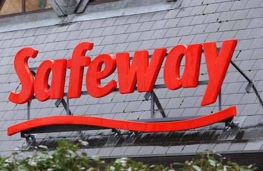 a safeway sign