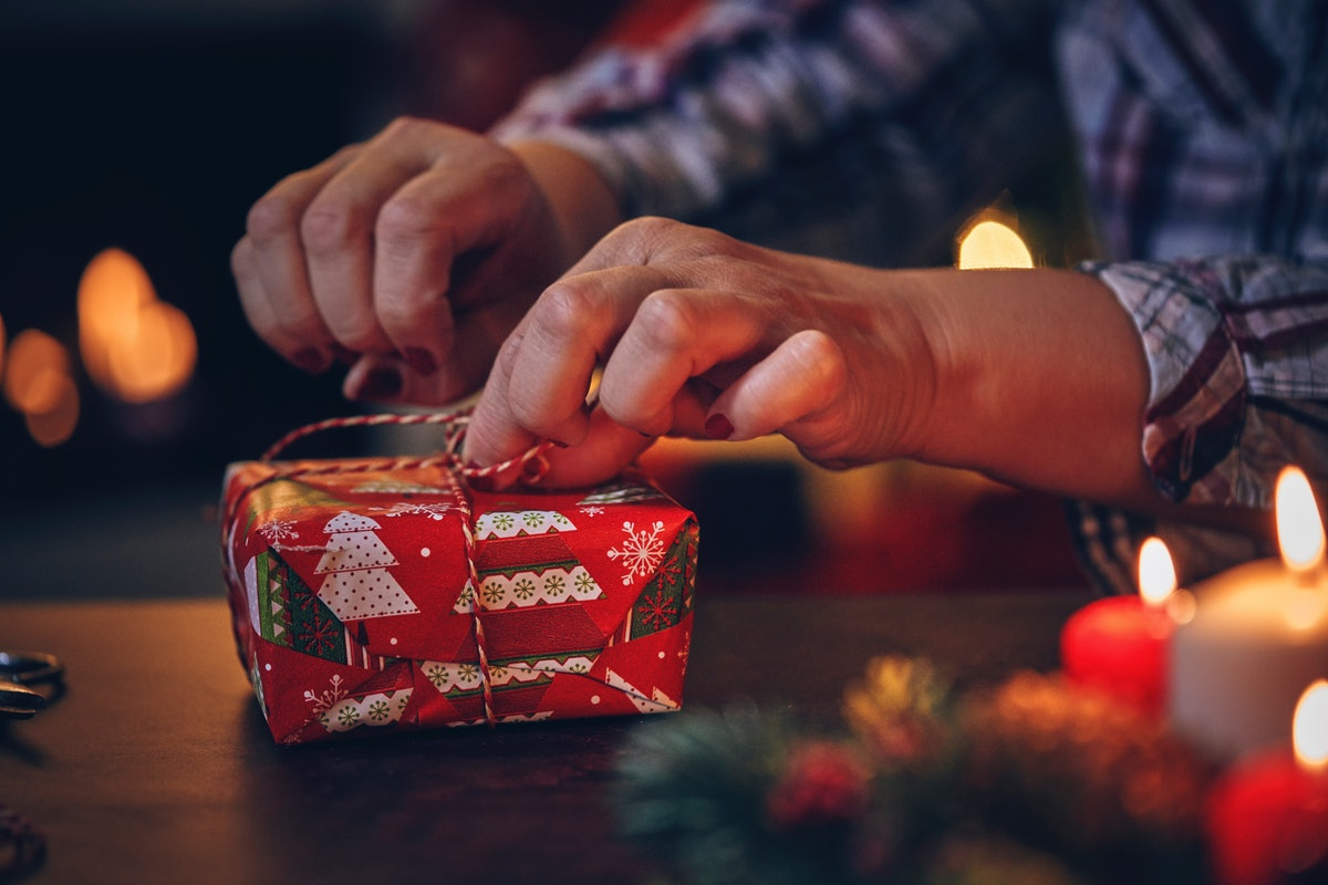 This viral wrapping paper hack has people on Twitter amazed.