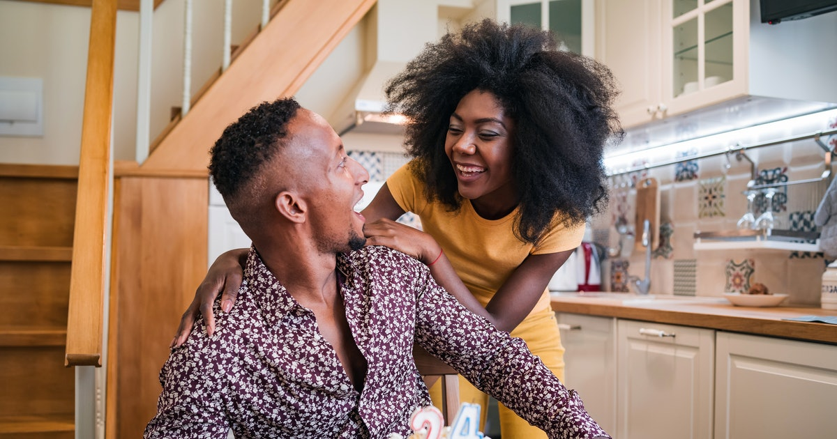 This Is The Difference Between Flirting & Friendliness, Experts Say