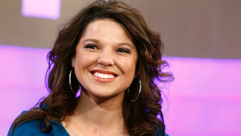 Amy Duggar reveals her mom helps out with raising baby Daxton.