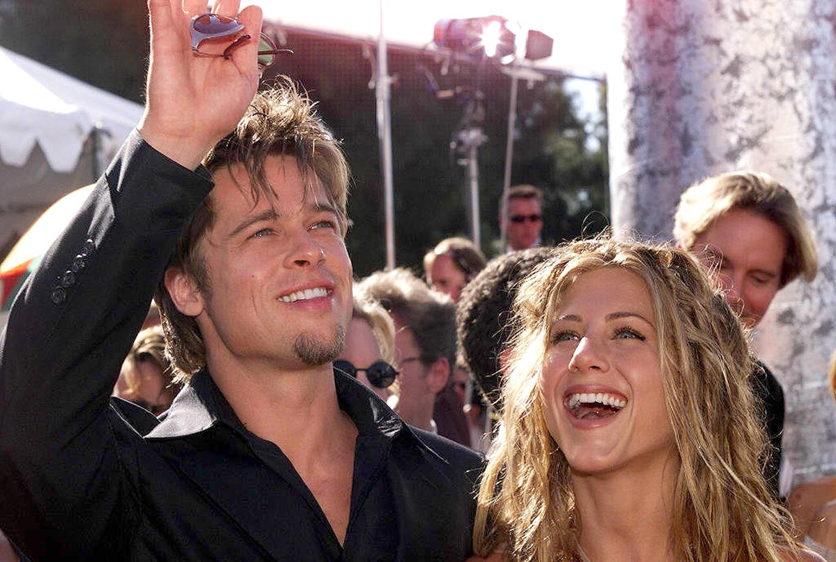 These are 5 people Jennifer Aniston & Brad Pitt have in common.
