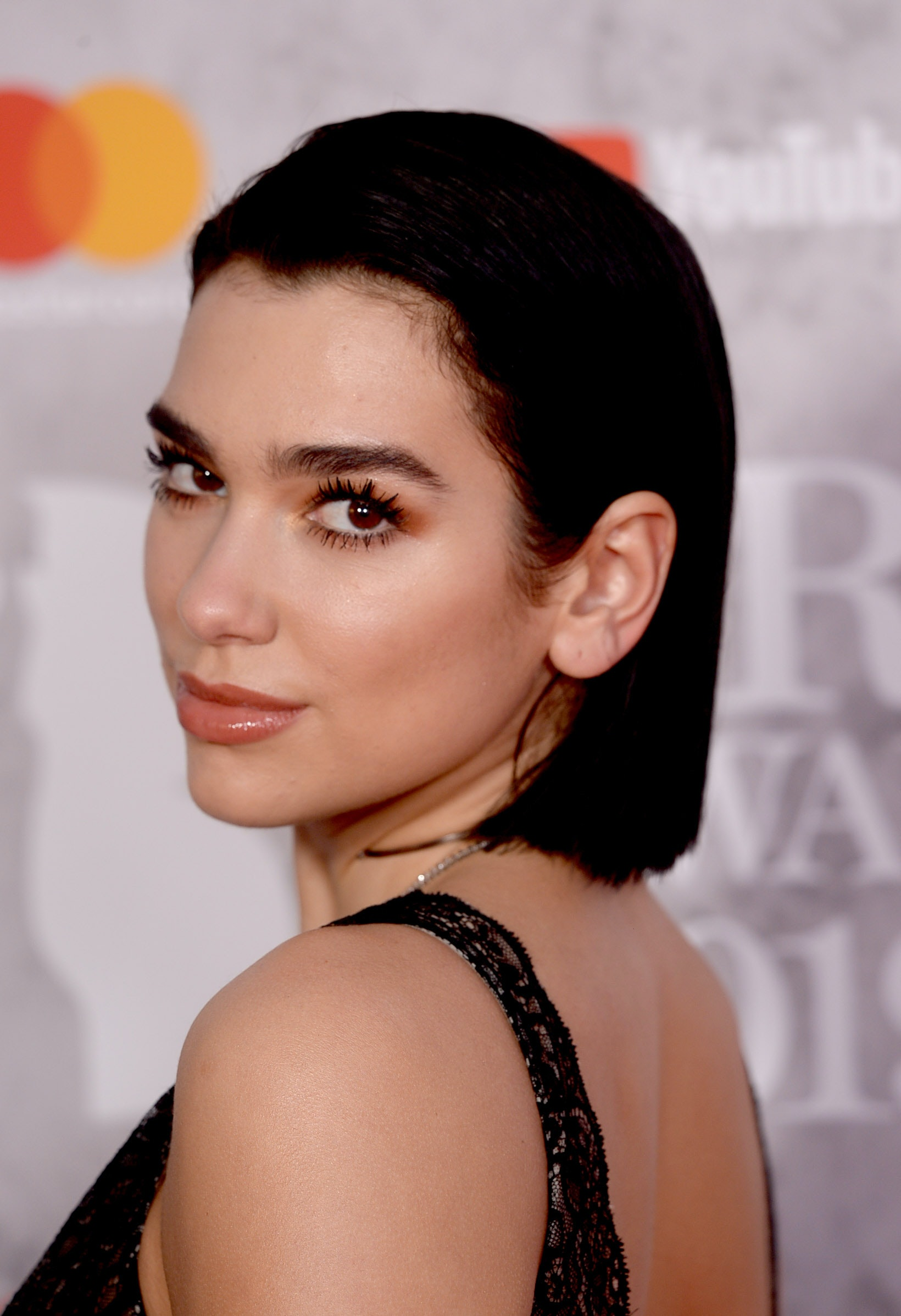 Dua Lipa S Colorful Highlights Are About To Be Your New Fave Hairstyle