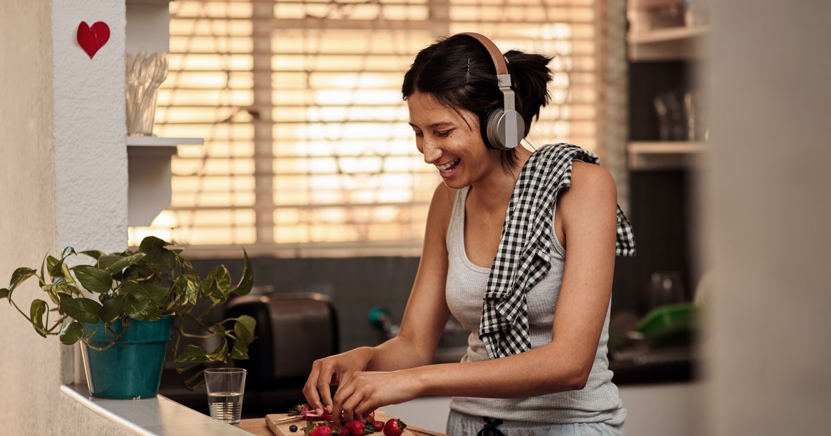 19 Motivating Podcasts To Help You Start 2020 On The Right Foot