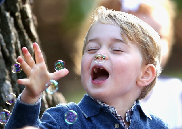 Prince George playing in bubbles is so pure