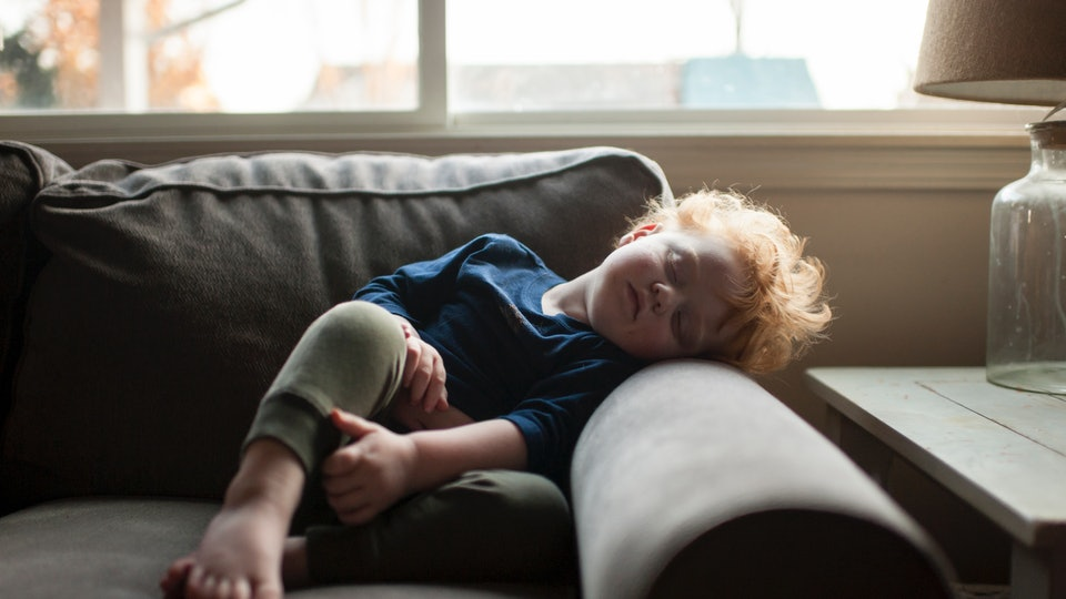 Experts say your toddler absolutely *can* nap too long.