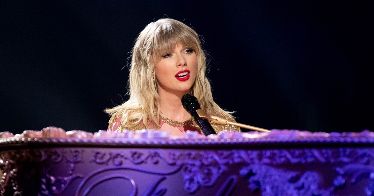 Taylor Swift's 2019 Christmas Song Was Announced Via A Jury Of Cats