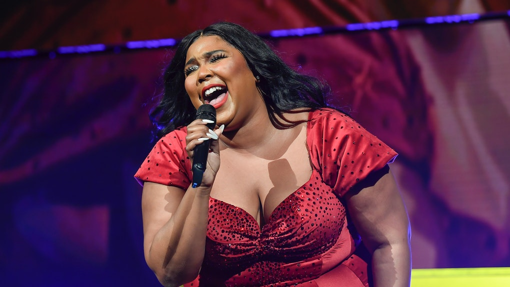 Lizzo Asking Fans To Pretend She's Jimin From BTS in this video is amazing.
