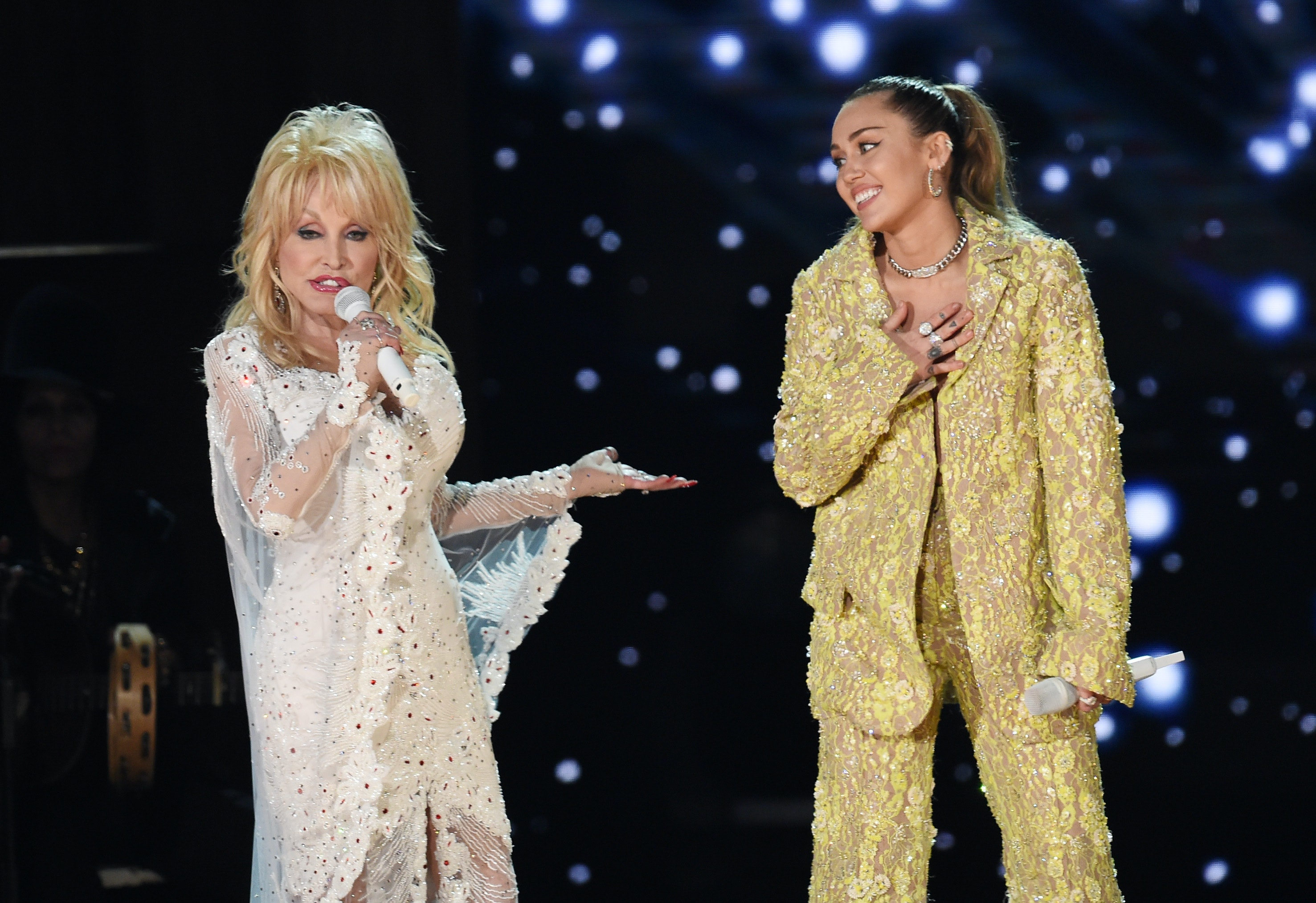 The Dolly Parton Tribute At The 2019 Grammys Featured Miley Cyrus Katy Perry More Video