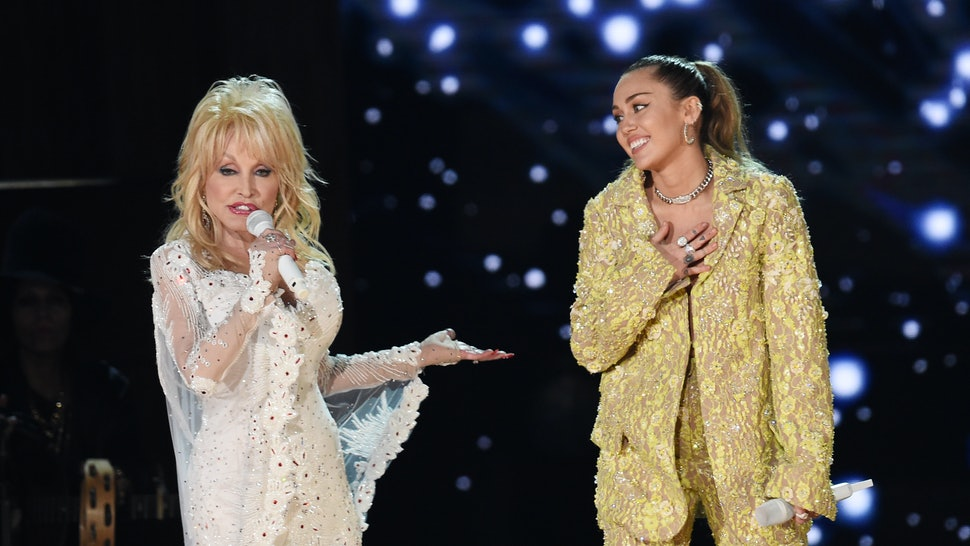 the-dolly-parton-tribute-at-the-2019-grammys-featured-miley-cyrus-katy-perry-more-video
