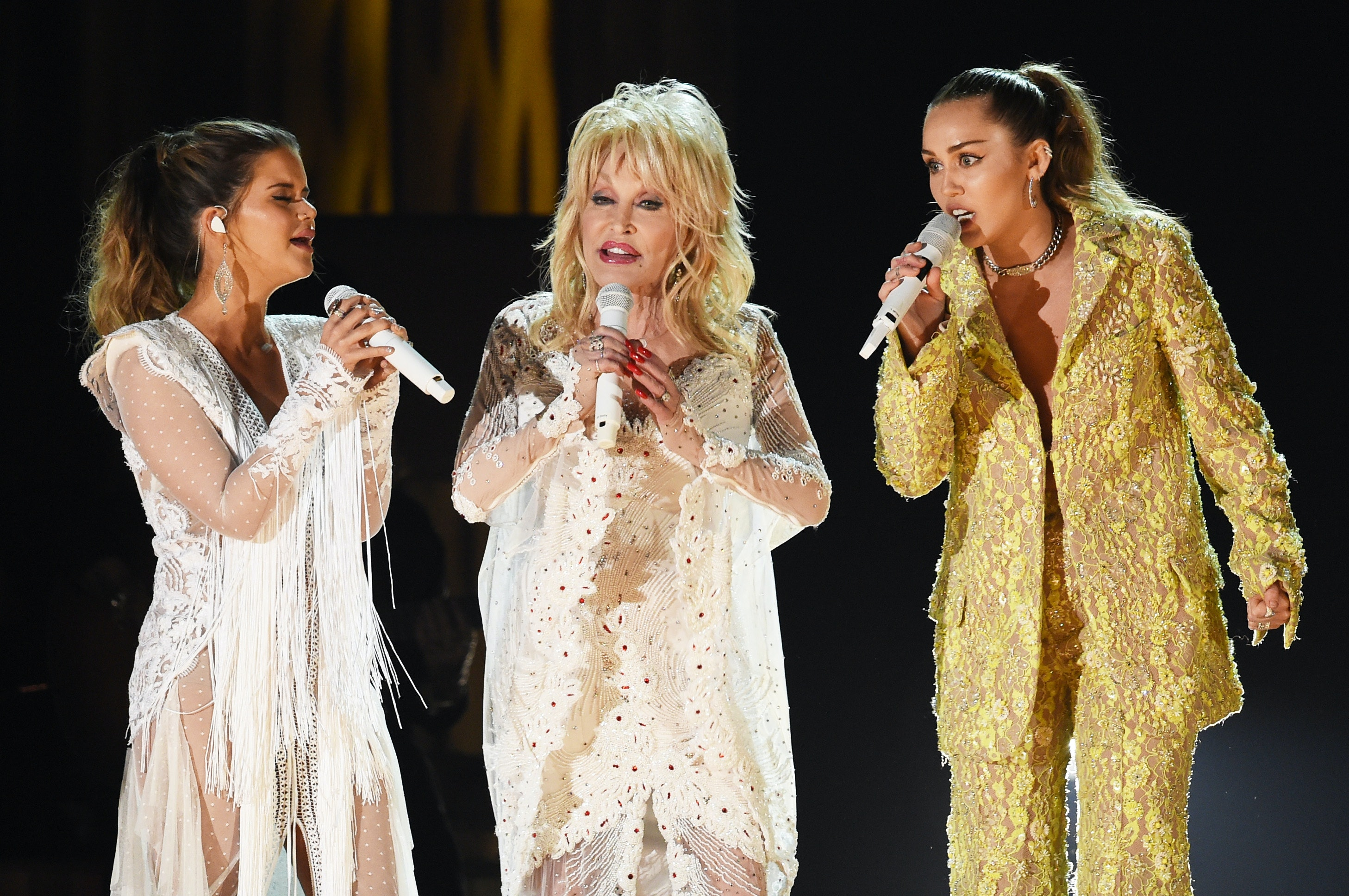 Dolly Parton S Grammys Performance With Miley Cyrus Katy Perry More Had Twitter In Absolute Awe